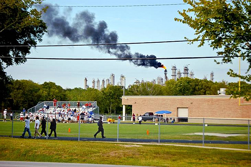 School near refineries in Manchester-Houston Texas, Photo by Bryan Parras of TEJAS